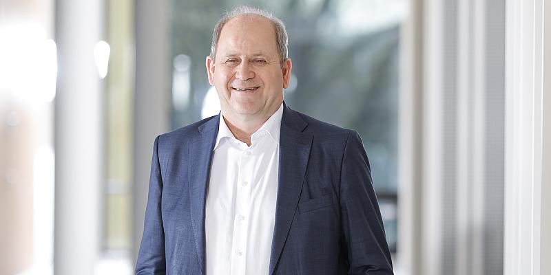 Einen Tag lang Politiker/in sein: FDP-Abgeordneter Hermann Grupe lädt zum Zukunftstag in den Landtag ein