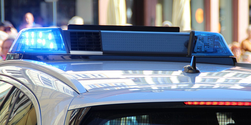S-Klasse-Mercedes flüchtet mehrfach vor Polizeikontrollen