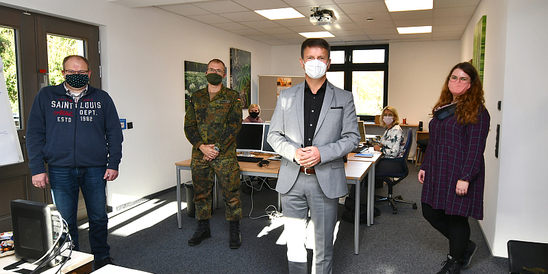 Landrat Michael Stickeln dankt allen, die bei der Pandemiebekämpfung mitwirken: Verstärkung im Gesundheitsamt des Kreises Höxter