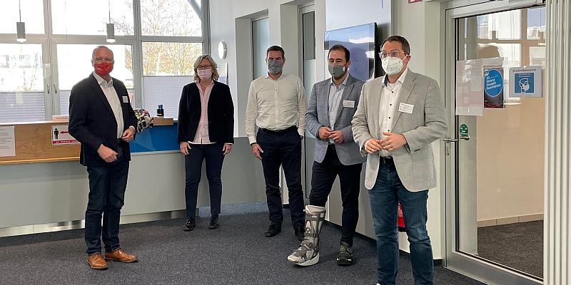 Neue EU-Gesundheitsunion als Chance für die heimische Pharmaindustrie - MdB Schraps besucht gemeinsam mit Bernd Westphal MdB und Tiemo Wölken MdEP die Firma Siegfried in Hameln