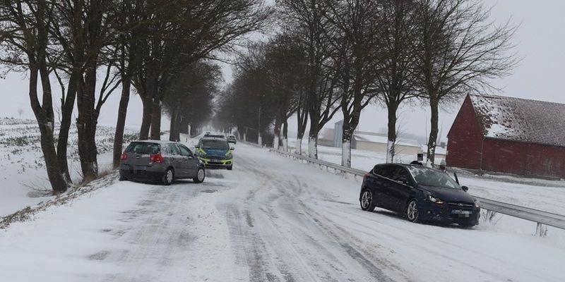 Sachschäden nach Unfällen auf schneeglatten Straßen
