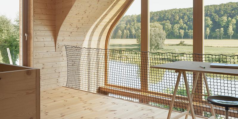 Green Building Forum erstmals online:  Online-Vortragsreihe der HAWK bringt Studierende und Praxis zusammen - Architektin stellt Holz-Traumhaus an der Weser vor
