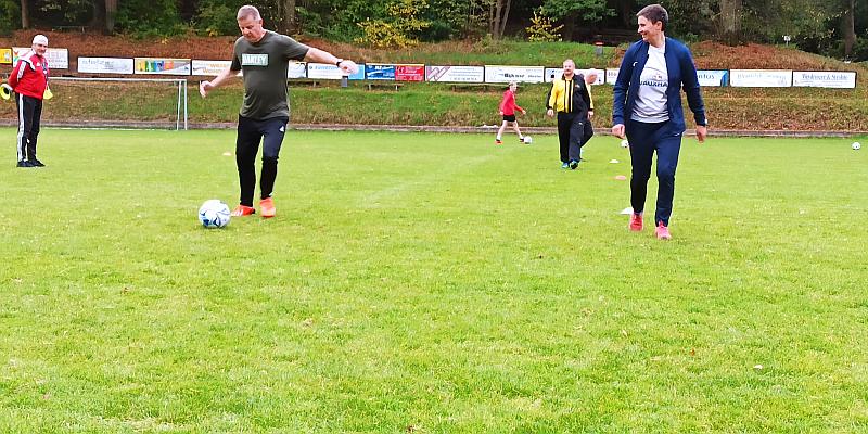 Fußball im Schritttempo: TuS Lüchtringen begrüßte 13 Neugierige