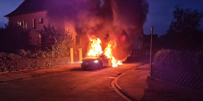 Holzminden: Mehrere Pkw geraten in Brand