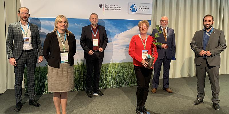 """Schraps: """"Bund zeichnet das Landkreisbündnis Hameln-Pyrmont, Schaumburg und Holzminden für die vorbildliche Arbeit im Rahmen der Nationalen Klimaschutzinitiative aus"""