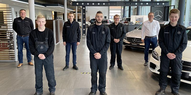 """In den Autohäusern Beineke greifen fünf neue Auszubildende schon """"kräftig mit ins Rad"""""""