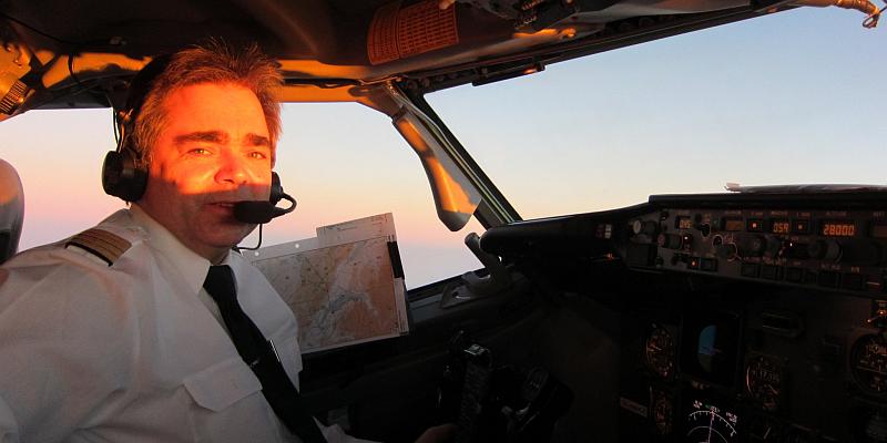 """""""Missing Man""""-Flugzeug-Ehrenformation über dem Flugplatz Höxter-Holzminden"""