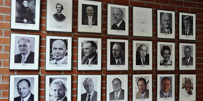 Ahnengalerie vervollständigt: Ehemaliger Kreisdirektor hängt im Kreishaus