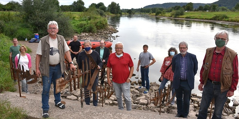Für eine saubere Weser: Protest- und Kunstaktion am Boffzener Weserufer