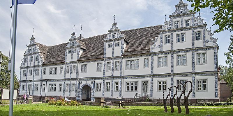 Sieben Schlösser im Weserbergland erzählen von ihren prominentesten Besuchern aus alten und neuen Zeiten