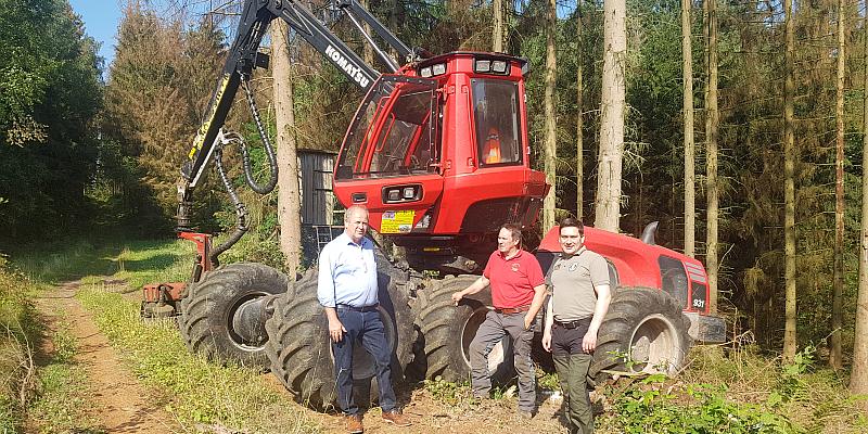 Waldpflege und Holzernte sind nötig für gesunde Wälder - Hermann Grupe (FDP) informiert sich bei den Forstunternehmern