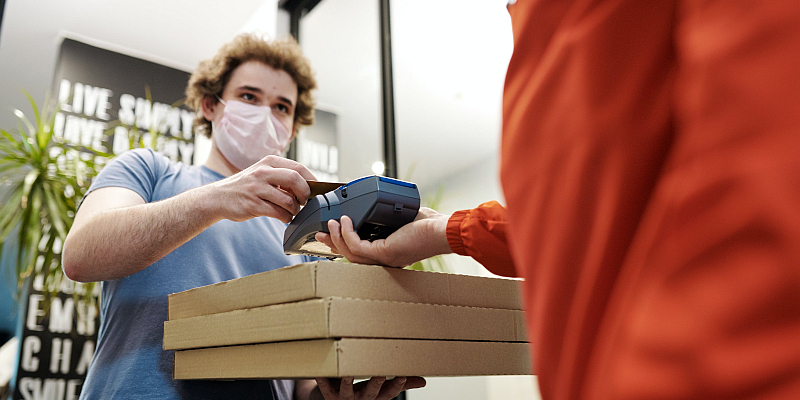 Verbraucherzentrale: Bargeldloses Bezahlen kann teuer werden