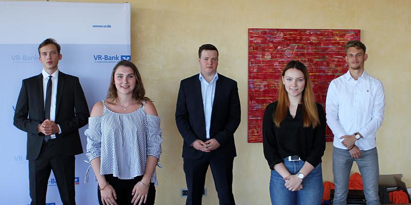 VR-Bank in Südniedersachsen begrüßt neue Auszubildende