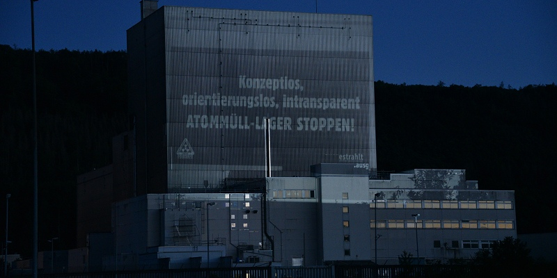 Spektakuläre, aber nicht ganz legale Protestaktion: Ehemaliges AKW Würgassen dient als Projektionsfläche
