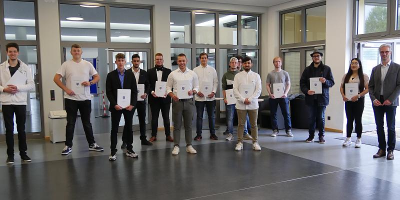 Georg-von-Langen-Schule verabschiedet FOS-Absolventen: 61 Schüler erhalten ihr Zeugnis der Allgemeinen Fachhochschulreife