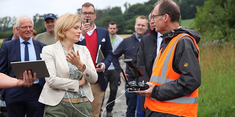 Zu Gast in Höxter: Bundeslandwirtschaftsministerin Julia Klöckner will die Digitalisierung in der Landwirtschaft der Branche voranbringen