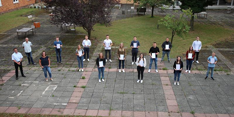 ZZHH und BBS Holzminden feiern Absolvierende des Weiterbildungsprogramms zum Vertriebskanal Internet