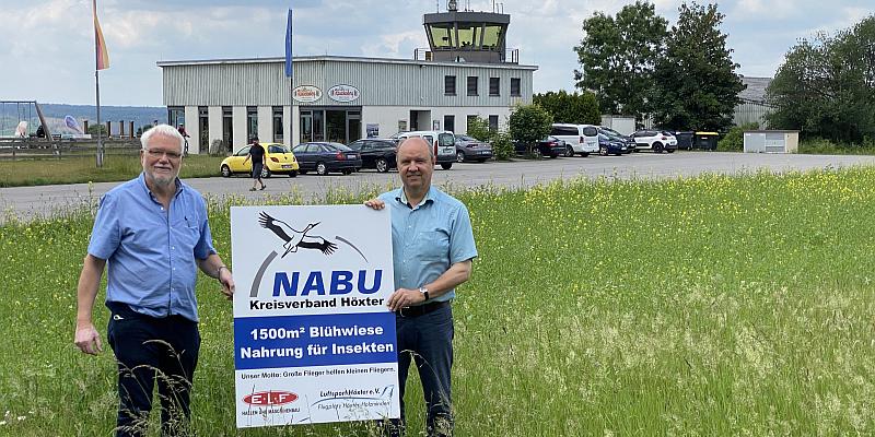 """""""Große Flieger helfen kleinen Fliegern"""": Neue Blühwiese des NABU am Flugplatz Höxter-Holzminden"""