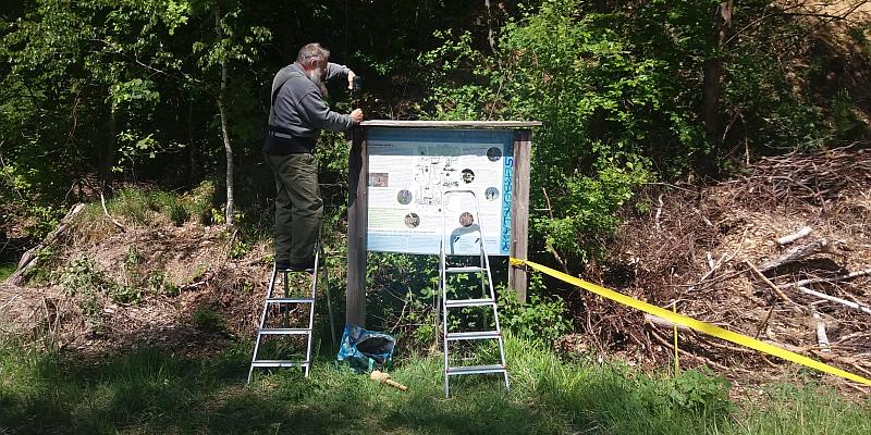 """Neue Info-Tafel für das Naturschutzgebiet (NSG) """"Delligser Steinbruch""""  - Biotop aus zweiter Hand"""