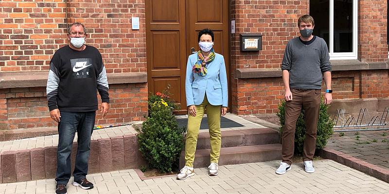 Sabine Tippelt und Sebastian Rode zu Besuch bei Winfried Hoch: Knapp 31.000 Euro Zuschuss für den wiedereröffneten Kindergarten in Grave vom Land Niedersachsen