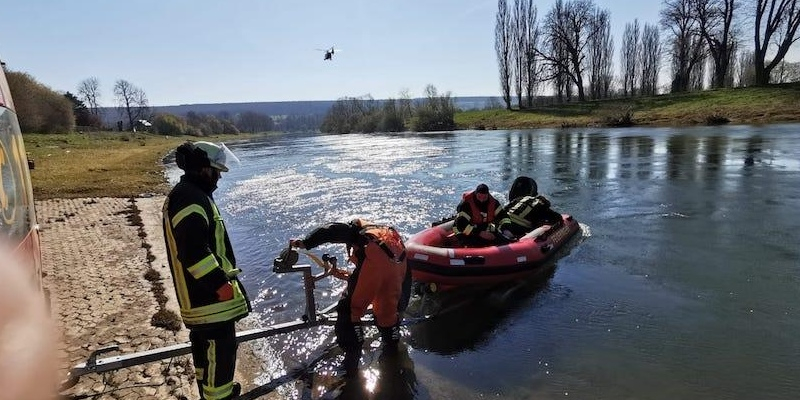 Vermisste Person leblos in der Weser aufgefunden – Feuerwehr und Polizeihubschrauber im Einsatz