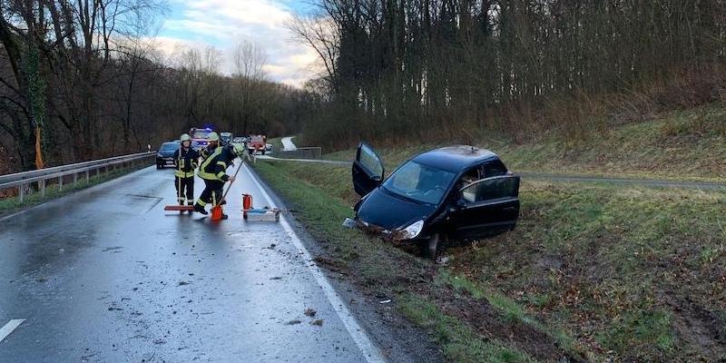 21-Jährige bei erneutem Unfall auf der L946 zwischen Bödexen und Albaxen verletzt