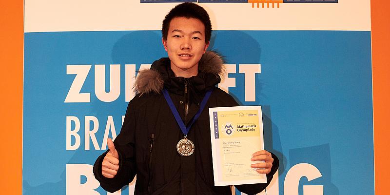 Mathematik-Olympiade: Die schlauesten Köpfe rechnen sich zum Sieg - Chengming Wang (Internat Solling) gewinnt Silbermedaille