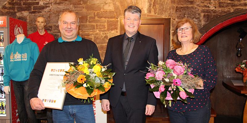 Sabine Sauerstein und Jürgen Berger feiern ihre Betriebszugehörigkeit - Brauerei-Mitarbeiter für langjährige Treue geehrt