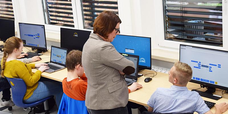 Fachkräfte im Handel brauchen Kompetenzen für Onlinewirtschaft - Zukunftszentrum Holzminden-Höxter lädt ein