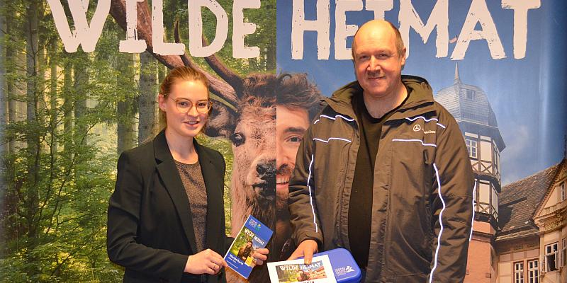 Solling-Vogler-Region im Weserbergland überreicht Hauptgewinn des Advents-Gewinnspiels