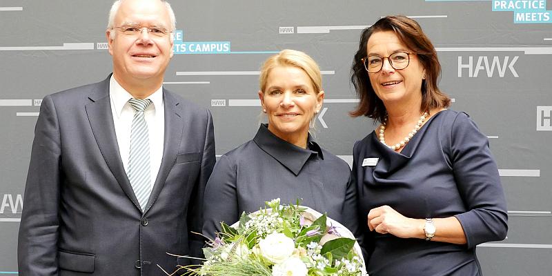"""Den Wohnungsbau in Deutschland vorantreiben: ZIA-Geschäftsführerin Sun Jensch beim HR-Kongress """"Practice meets Campus"""" an der HAWK in Holzminden"""