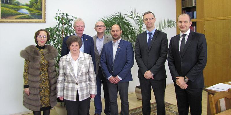 """""""BBS und Runder Tisch knüpfen neue Kontakte in Weißrussland"""" - Delegation aus Holzminden besucht Universität und Schulen in Gomel/Weißrussland"""