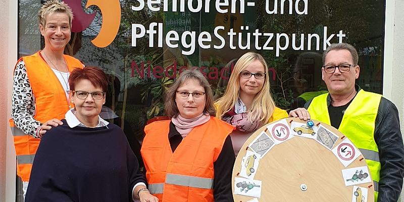 """""""Senioren*innen mobil"""" - Fit für Bus und Straße: Senioren- und Pflegstützpunkt Holzminden organisiert großen Aktionstag"""