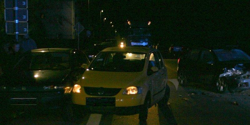 Vier Pkw miteinander kollidiert – drei Verletzte im Feierabendverkehr