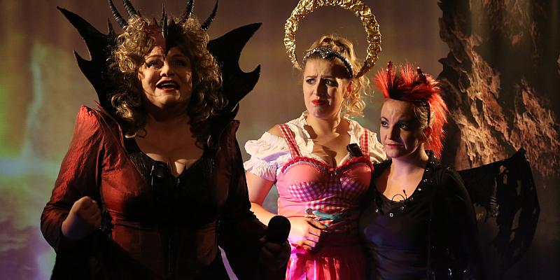 """Lauenförder Theater """"dolce vita"""" lädt zu """"Im Himmel ist die Hölle los"""" ein"""