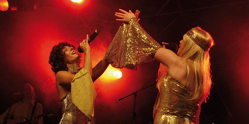 """Von """"Mamma Mia"""" bis """"Fernando"""" - """"ABBA-Night"""" in der Stadthalle Beverungen"""