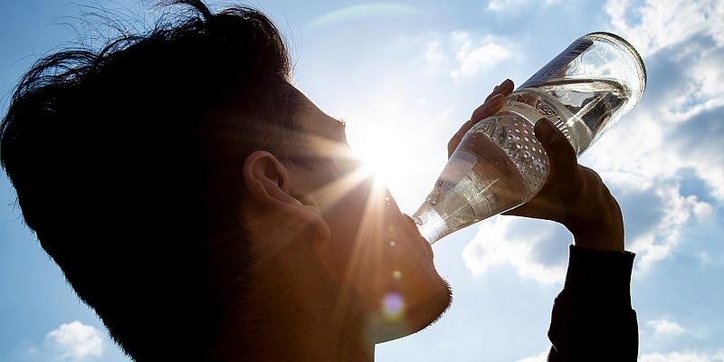 NGG fordert Einhaltung der Mehrwegquote: Kreis Holzminden könnte pro Jahr 7 Millionen Plastikflaschen sparen