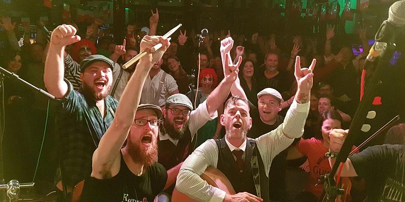 Irish Night auf der Tonenburg an Halloween - Live Musik mit den Kilkenny Bastards
