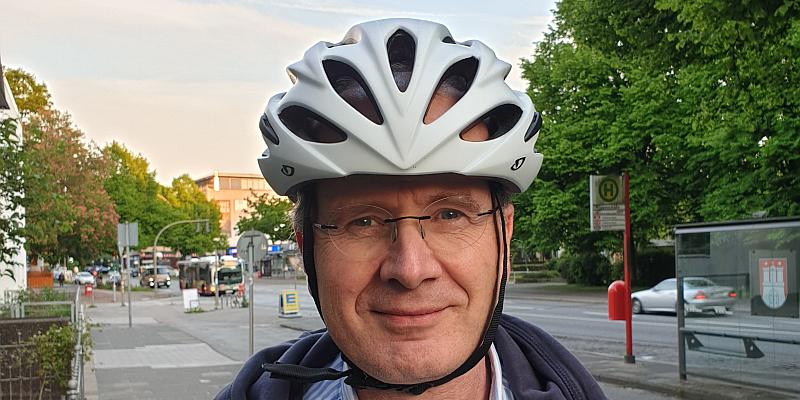 Auf E-Scootern mit 20 km/h unterwegs – Neuro- und Unfallchirurg appellieren gemeinsam: Schützt Eure Köpfe! Tragt einen Helm!