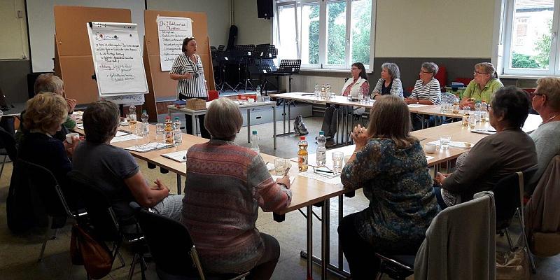 Dem Bauchgefühl mehr vertrauen: Fortbildung für Seniorenbegleiter zur Resilienz im Familien- und Kulturzentrum Drehscheibe